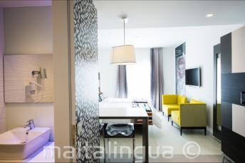 Вид ванной комнаты и люкса в отеле Valentina