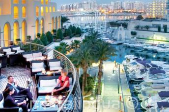 Задний балкон и Гавань Портомасо в Hilton Мальта