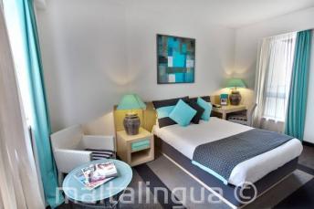 Спальный номер в отеле Juliani, Сент-Джулианс, Мальта