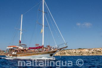 Наша яхта Мальталингва на пути к Комино