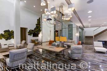 Лобби и зона отдыха в отеле Valentina, Сент-Джулианс