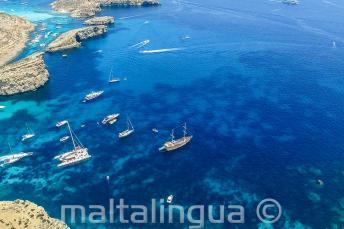 Фото с воздуха нашей школьной поездки на яхте на Комино