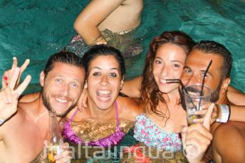 Вечеринка у бассейна в нашей школе английского языка
