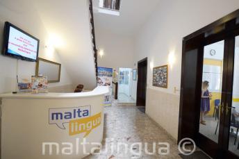 Ресепшн школы английского языка Мальта