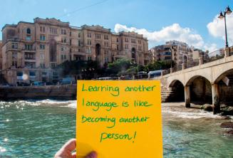 Изучать иностранный язык - это как будто становиться другим человеком. В Баллутта Бэй, Сент-Джулианс