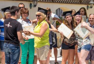 В конце курса английского языка на Мальте студенты получают сертификаты