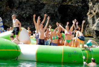 Студенты школы в аквапарке на Мальте