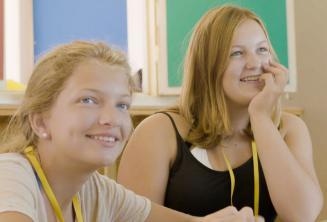 Студенты слушают преподавателя