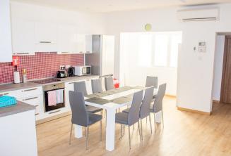 Школьные апартаменты кухня обеденная зона