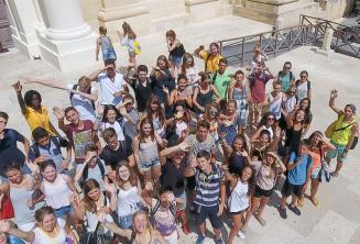 Группа студентов в Валлетте