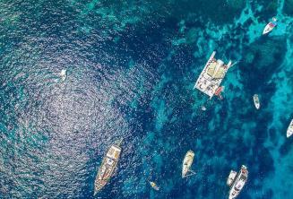 Фото яхт в Кристал Бэй, Комино